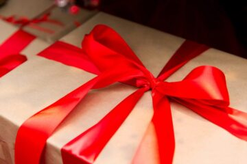 Creative and Cheap Gift Wrap Ideas to Make Packages Pretty
